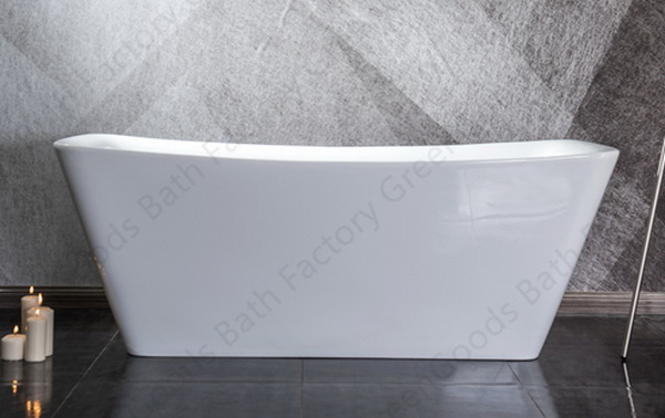 Rectangular freestanding soaking tub with faucet