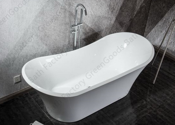 Roll top freestanding bath with faucet
