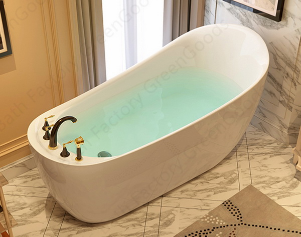 Oval freestanding bathtub front view