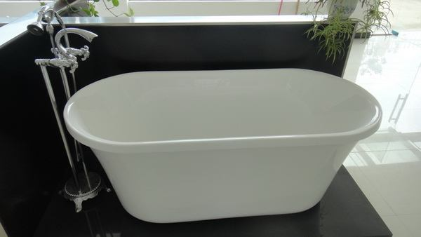 freestanding soaking tub with freestanding tub faucet