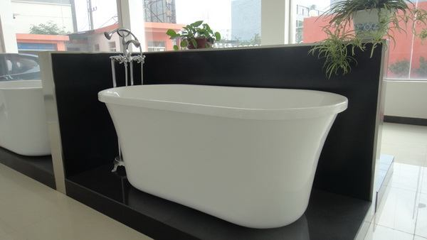 freestanding tub front and side view