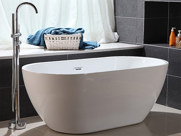 Narrow freestanding bathtub with freestanding tub faucet