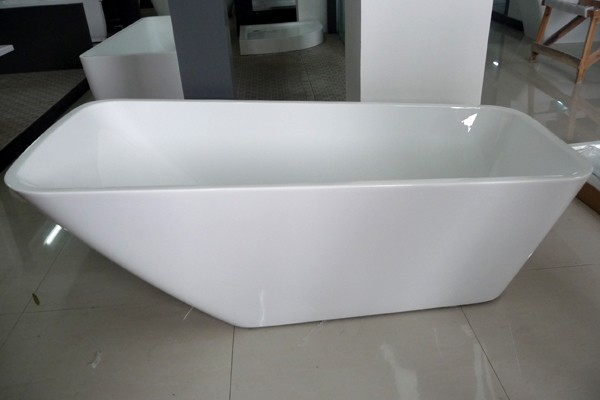 Single ended freestanding bath side view