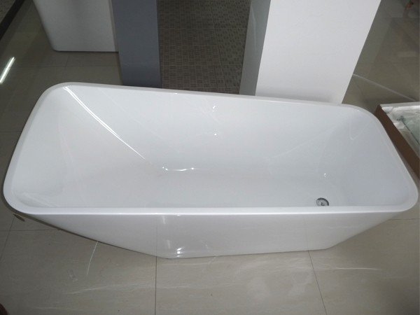 Single ended freestanding bath displays in the showroom