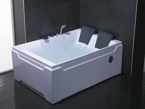 Superbe Whirlpool Bathtub